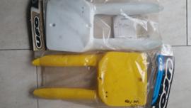 86-99 SUZUKI RM80 Voornummer plaat geel.