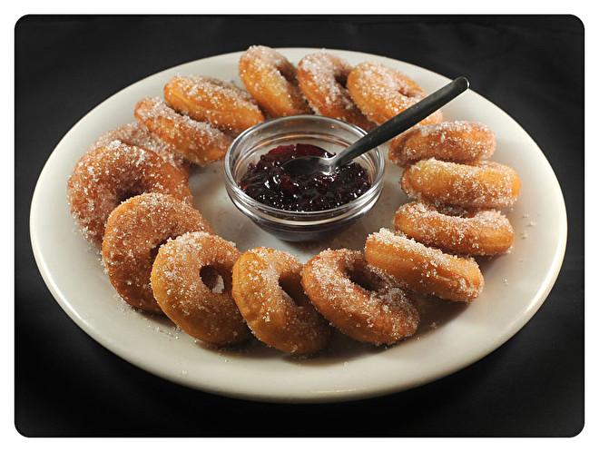 Donuts met Vossenbessendip