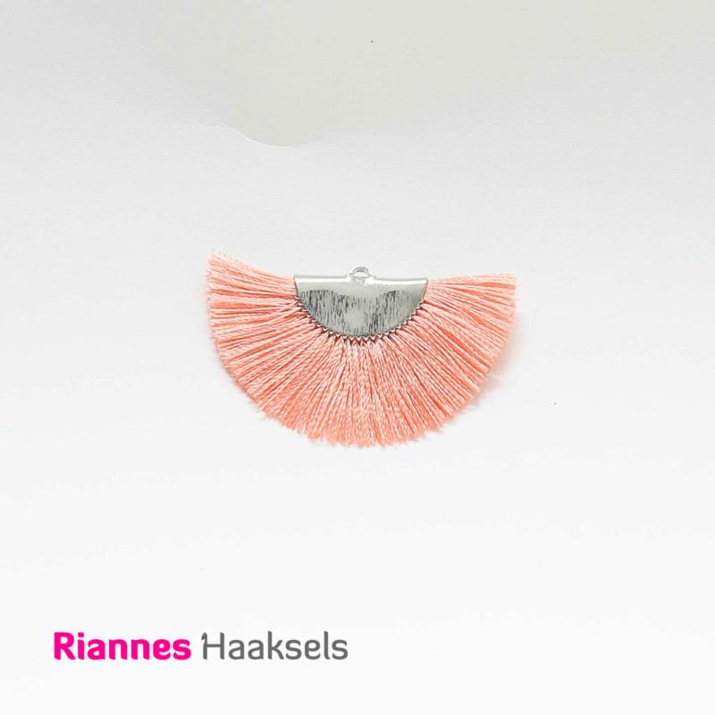 Kwastjes halve maan Zalm roze/zilver - 19339