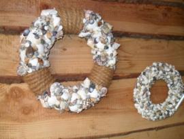schelpenkrans met touw 30 cm