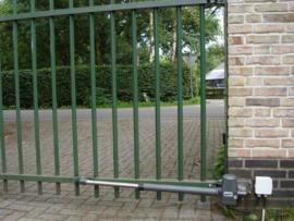 Quiko NEO 400 230v. professional. voor poorten met vleugels van 1,5 tot 6 meter en tot 700kg met 4 handzenders.