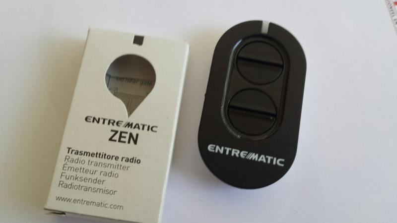 Ditec Entrematic zen2, roling code 433 MHZ zender  ook toepasbaar voor vervanger voor de GOL4 met roling code. (met wit, doorzichtige led.)