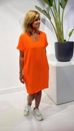 Korte jurk, fel oranje kleur