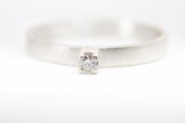 Zilveren verlovingsring met diamant