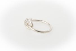 Ring gedraaid met diamant