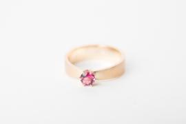 Geelgouden ring met toermalijn