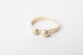 Geelgouden ring met bolletjes
