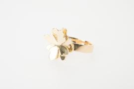 Ring met grote bloem