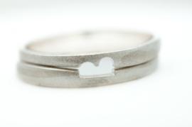 Trouwringen zilver op elkaar passend