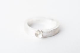 Zilveren ring met bloemetje
