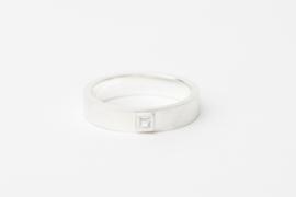 Zilveren ring met vierkante diamant