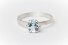 Zilveren verlovingsring met aquamarijn