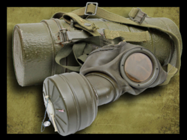 Bundeswehr  M54 Gas mask and Can.