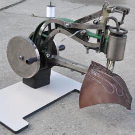 Leernaaimachine type basic links- en rechtshandig