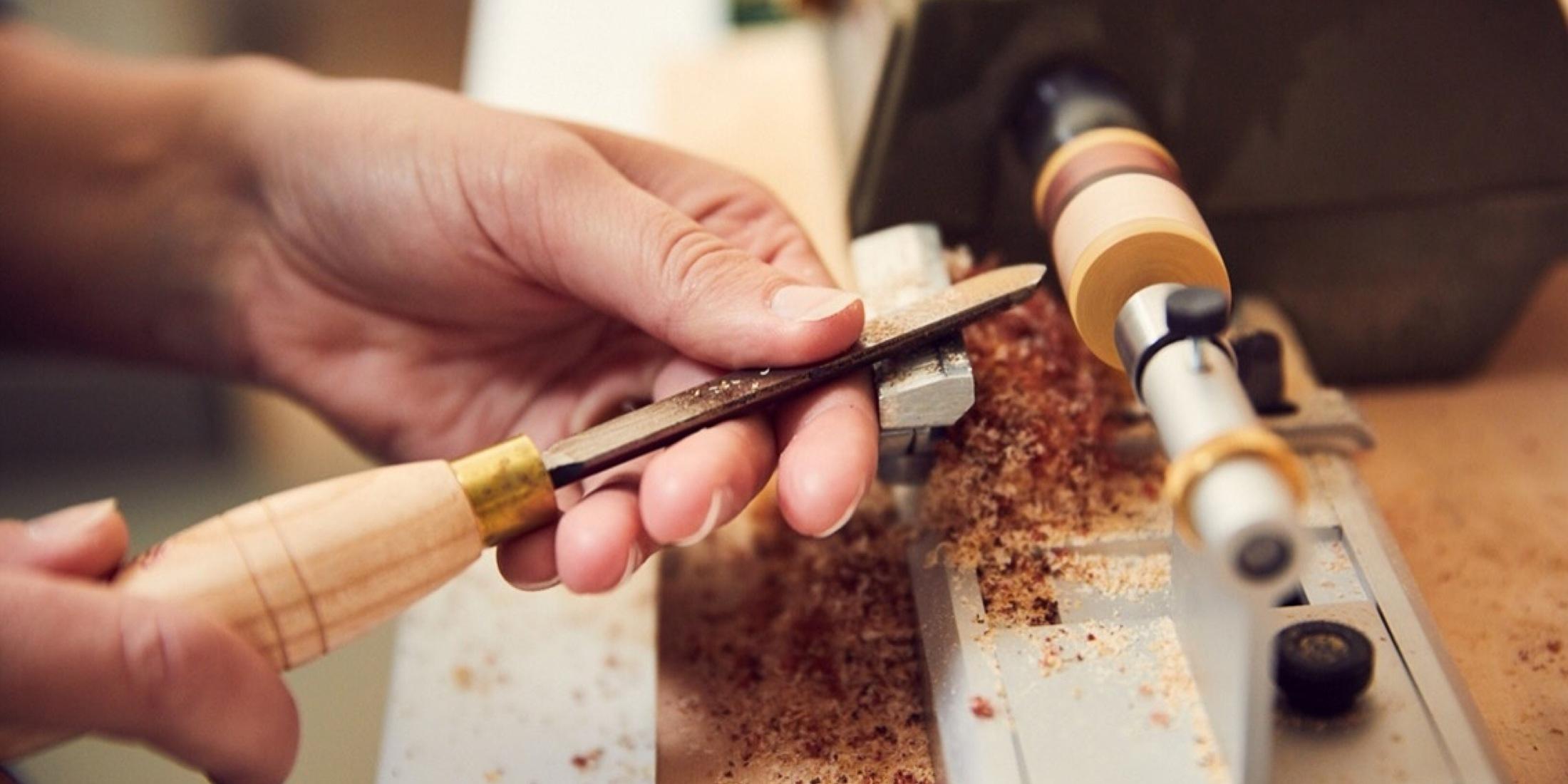 Workshop Houten Sieraden Maken bij Studio Mooibos