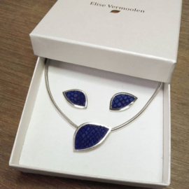 Zilveren sieradenset van hanger aan collier met bijpassende oorstekers