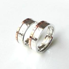 Zilveren trouwring met roodgouden band