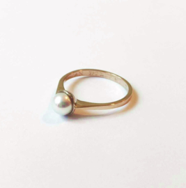 Witgouden ring met cultivé parel