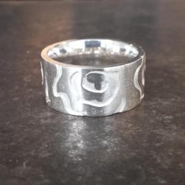 Zilveren ring met rozen