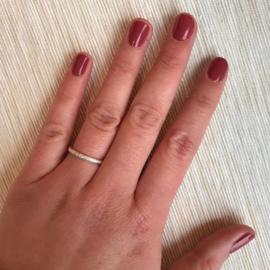 Zilveren ring met bewerkte band