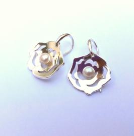 Zilveren roosoorhangers met parels