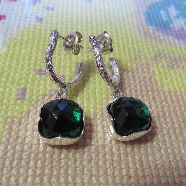 Zilveren oorhangers met groene kwarts