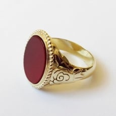 Gouden ring met rozen en carneool