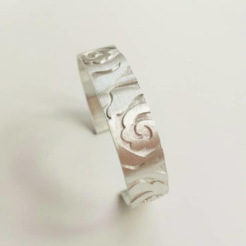 Armband met rozenpatroon