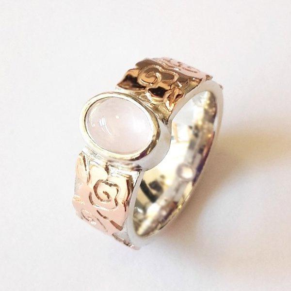 Roodgouden met zilveren ring en ovale rozenkwarts
