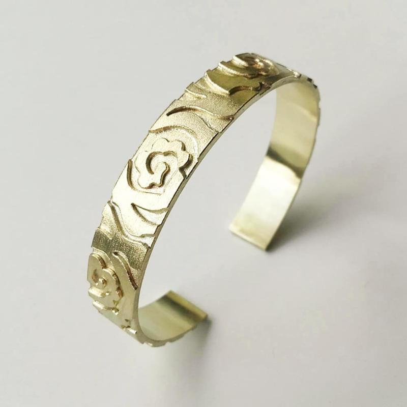 Gouden armband met rozenpatroon