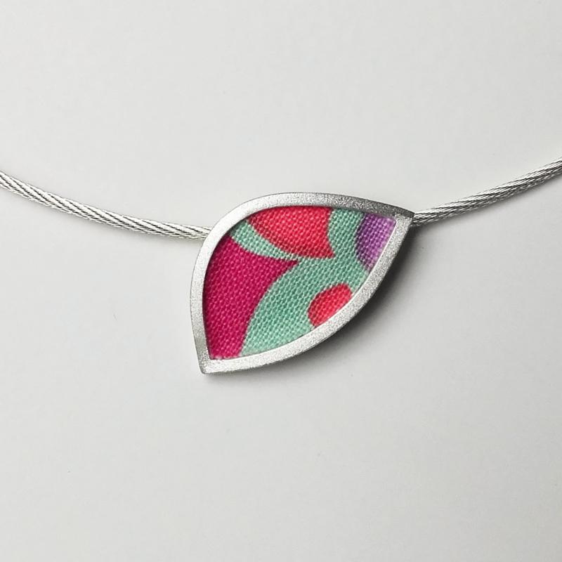 Zilveren hanger met quiltstof