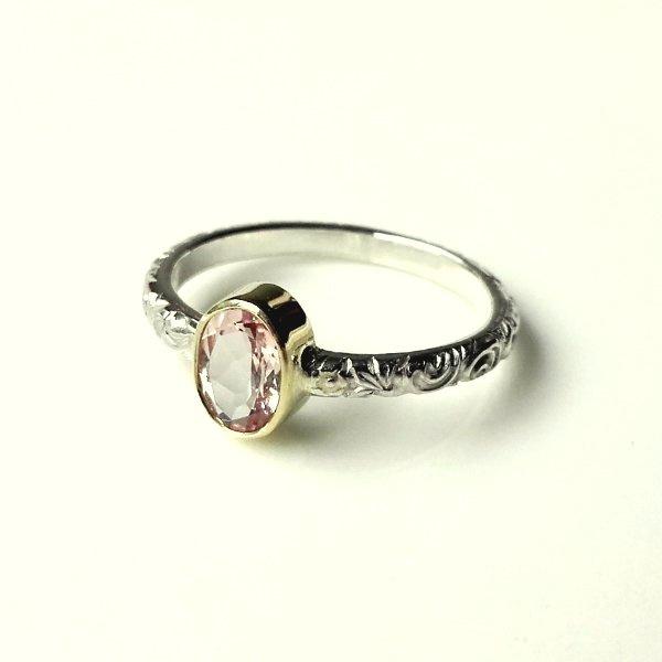 Zilveren ring met ovale facet geslepen morganiet