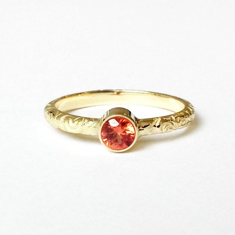 Gouden ring Paisley met oranje saffier