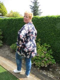 Adia Blouse met bloemen en langer achterpand