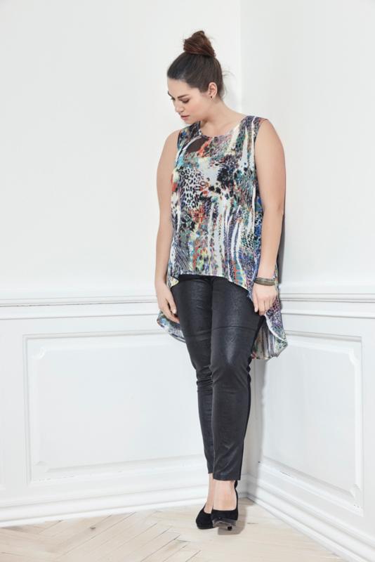 Adia  Mouwloze tuniek met langer achterpand