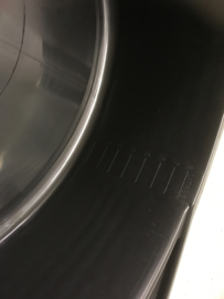 Olie opvang bak met oliefilter uitlek punt uitlekbak oliewissel