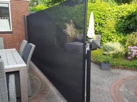 Oprolbaar windscherm Inova met eindmast