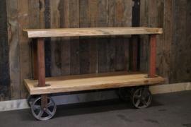 TV meubel van boomstam plakken