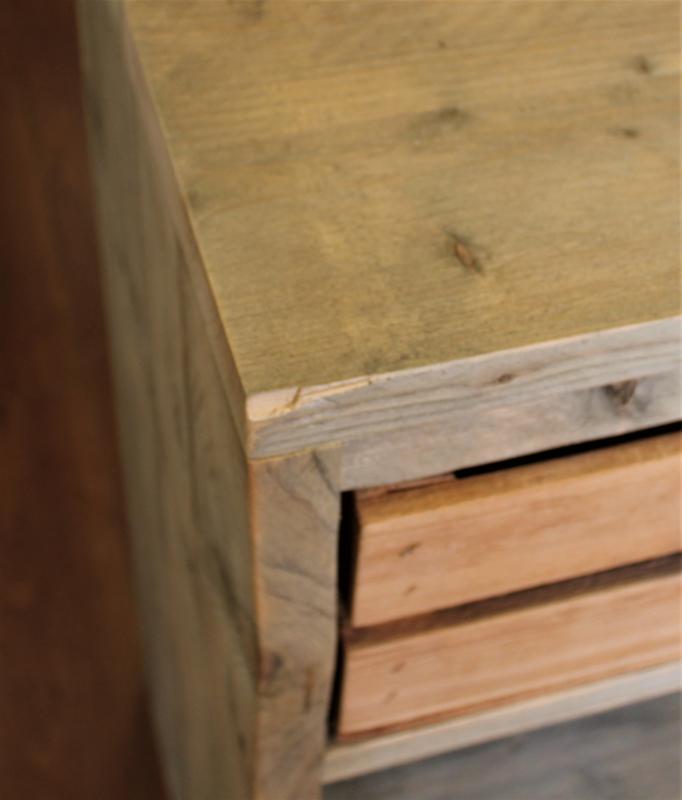 Steigerhouten kapstokkast met kistjes