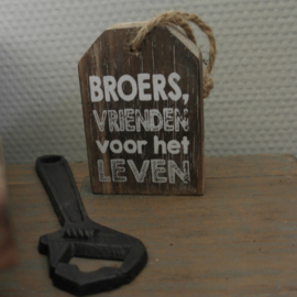 Houten label || Broers, vrienden voor het leven