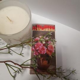 Luciferdoos vaas met bloemen