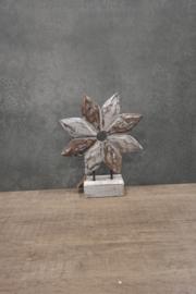 Bloem abstract 27x 21 cm