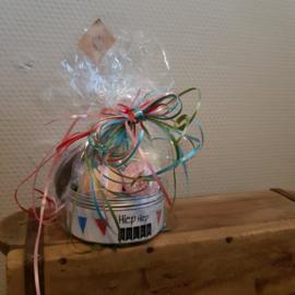 Cadeau verjaardag    minibruisballen in blik
