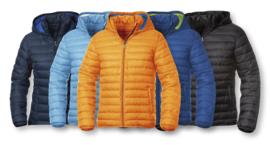 Moderne jas met gewatteerde voering en afneembare kap.