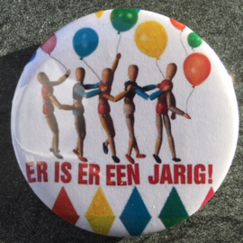 Broche / button ER IS ER EEN JARIG