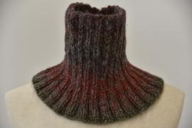Colsjaal in nuances van bruin, grijs en rood