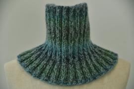 Colsjaal in nuances van blauw, groen en grijs