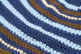 Beanie met blauwe, bruine en beige strepen