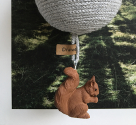 Klein Grijs Zilver 3mm met Eekhoorn
