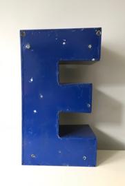 Vintage reclameletter E, blauw